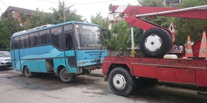 İZMİT BELEDİYESİ HURDA ARAÇLARI KALDIRIYOR