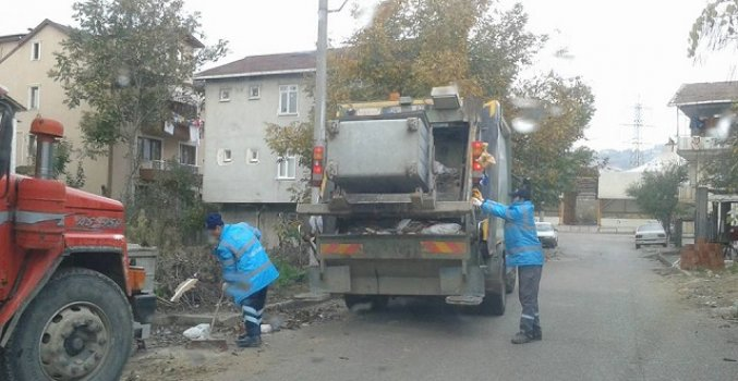 İZMİT'TE GÜNDE 350 TON ÇÖP TOPLANIYOR