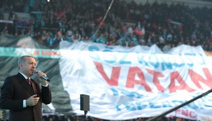 AK Genç Kocaeli'den Erdoğan'ı Konuşturan Pankart