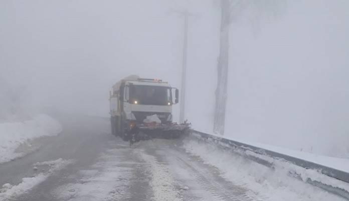 Büyükşehir Kar Timi  Yolları Sürekli Açık Tutuyor