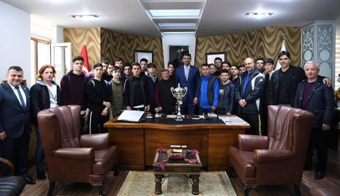 U19 Ve Kocaman'ın Kupa Mutluluğu