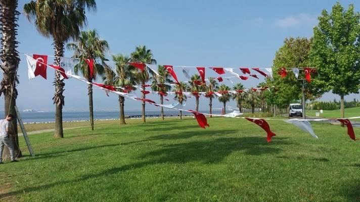 İzmit Türk Bayraklarıyla Giydirildi