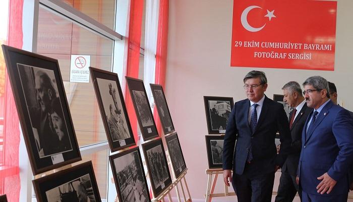 Kazak Büyükelçi, KOTO'nun Atatürk Sergisi'ne Hayran Kaldı