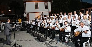 Türk Halk Müziği Konseri Mest Etti