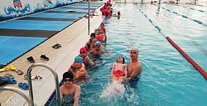 Bedava Yüzme Öğreniyorlar