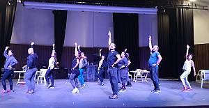 Şehrin Tiyatrosu Sanatseverlerle Kongre...