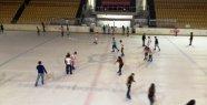 Vatandaşlar Buz Sporları İle Serinliyor