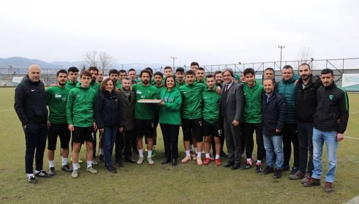 Hürriyet'ten Kocaelisporlu Futbolculara Baklava İkramı
