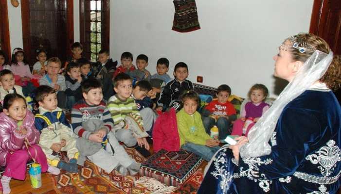 İzmit'te Binlerce Çocuk Masal Dinledi