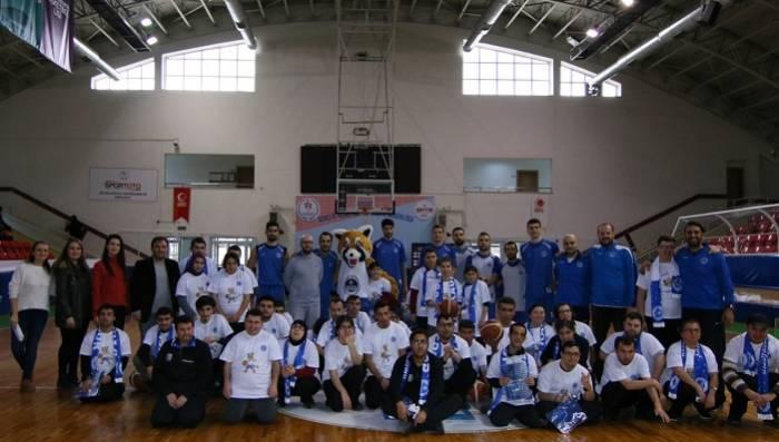 Özel Öğrenciler Kağıtspor'un Basketbol Antrenmanında