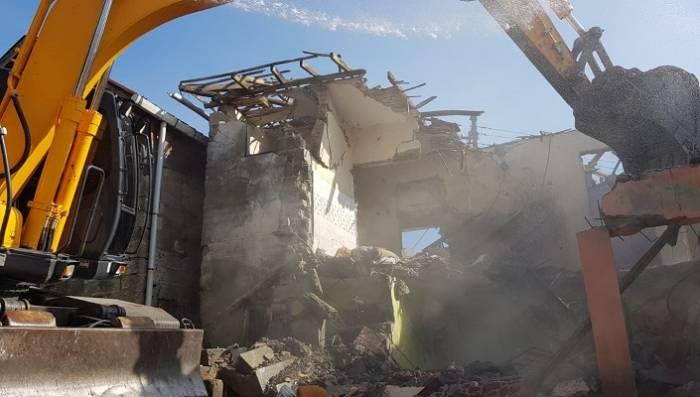 İzmit'te Ağır Hasarlı Binalar Yıkılıyor