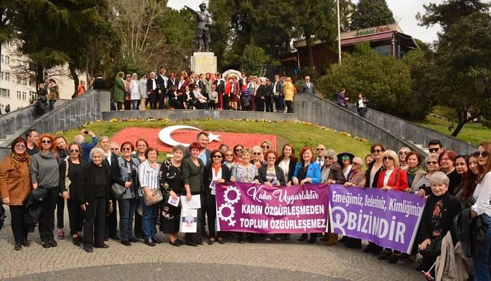 STK'lar Kadınlar Günü'nde Ata'yı Ziyaret Etti
