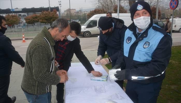 İzmit Belediyesi Maske Dağıtmaya Pazardan Başladı