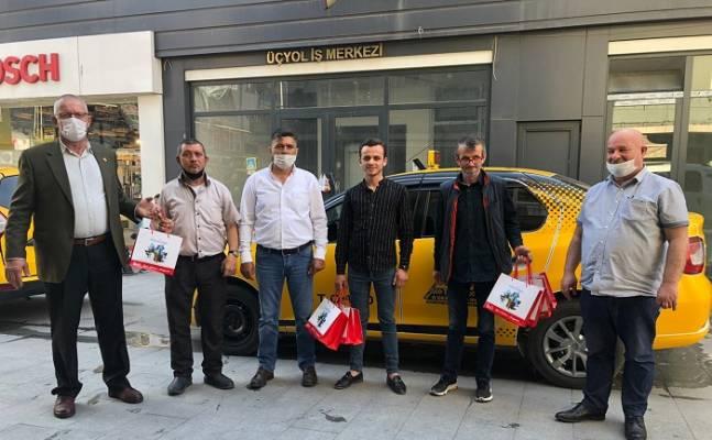 İzmit Belediyesinden taksicilere sağlık kiti dağıtımı devam ediyor