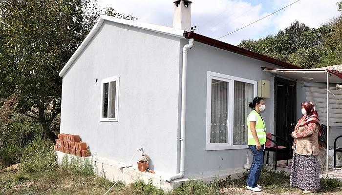Kandıralı aile prefabrik evine kavuştu